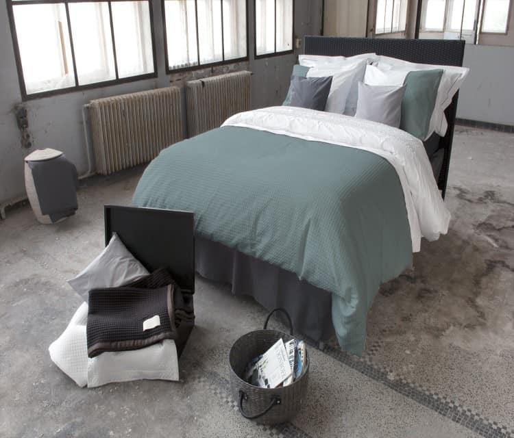 industriele kamer met groen- wit dekbedovertrek van dommelin - bari dessin