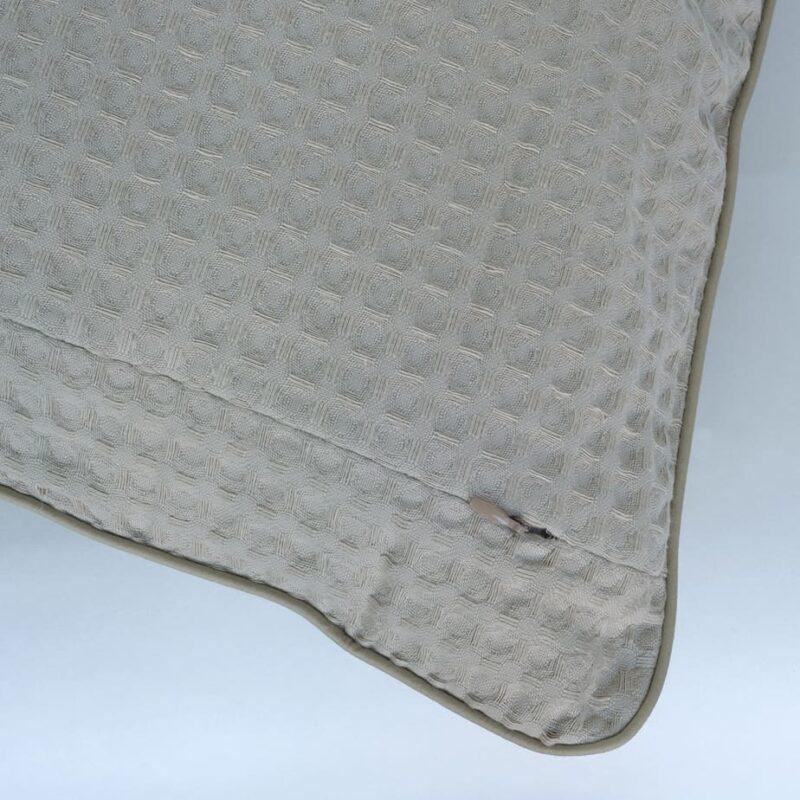 Bari-dommelin-sierkussentje-bank-decoratie-huisinrichting-cotton-textiel