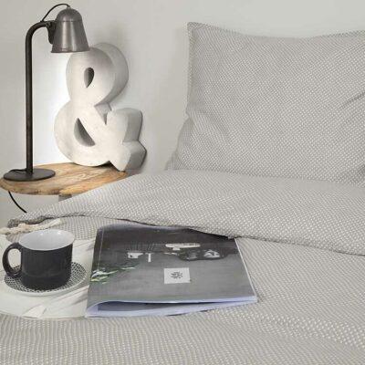 dekbedhoes grijs kleur met gestucte muren