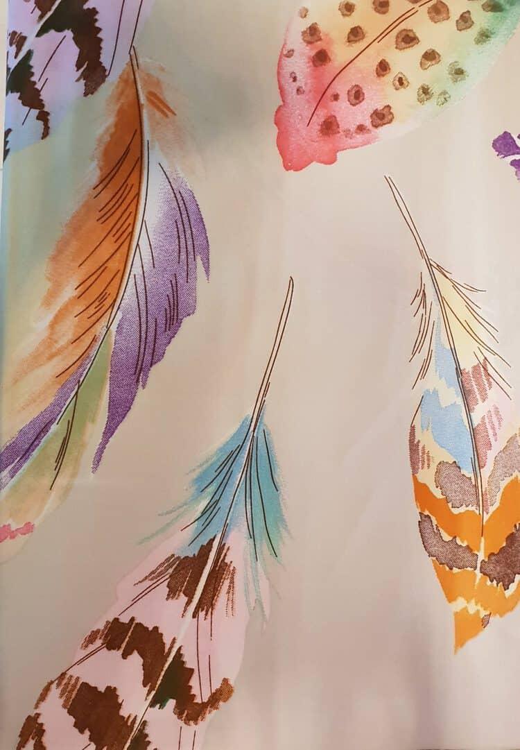 veren met lila achtergrond. satijnen fel gekleurd dekbed