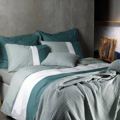 dekbedovertrek met de kleuren grijs ecru en groen van materiaal percal katoen