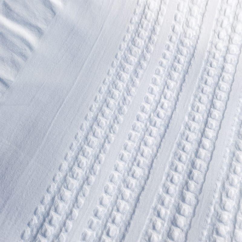 detailfoto van een wit seersucker dekbedovertrek genaamd hanna