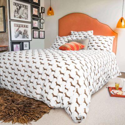 slaapkamer met teckel dekbedovertrek wit