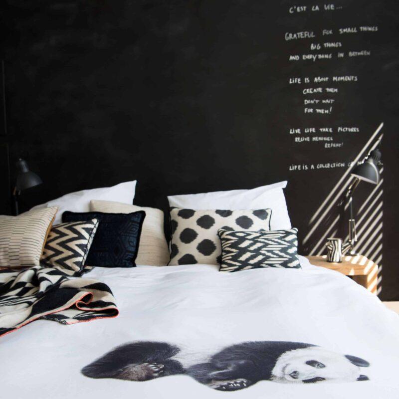 slaapkamer met panda beer dekbedovertrek