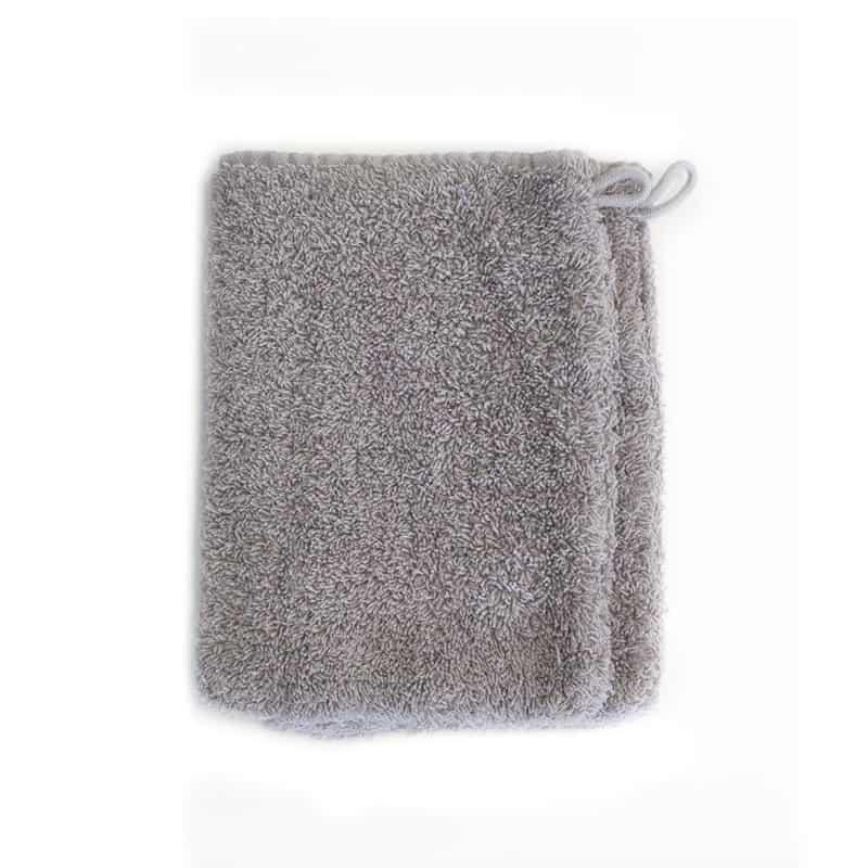 grijze washandjes met witte achtergrond