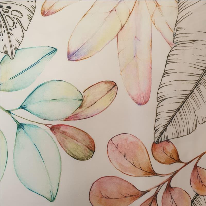 poedertinten met bladeren en bloemen van een gebloemd dekbedovertrek