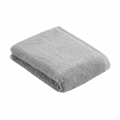 grijs opgevouwen luxe badlakens