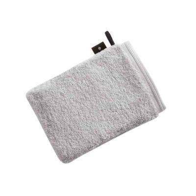lichtgrijze moderne washand met zwarte lus en zwart label met Vossen logo