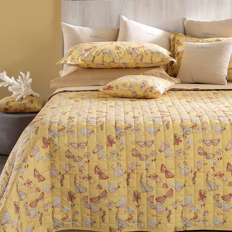 slaapkamer met gele sprei - dekbedovertrek vlinder