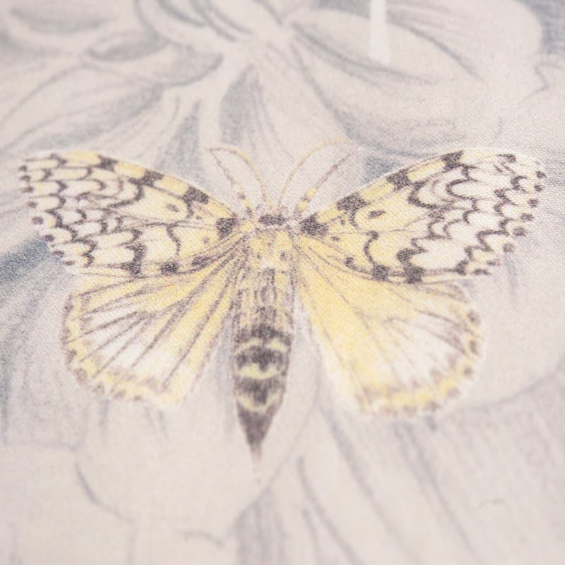 stofje van satijnen dekbedovertrek met vlinder en bloemen