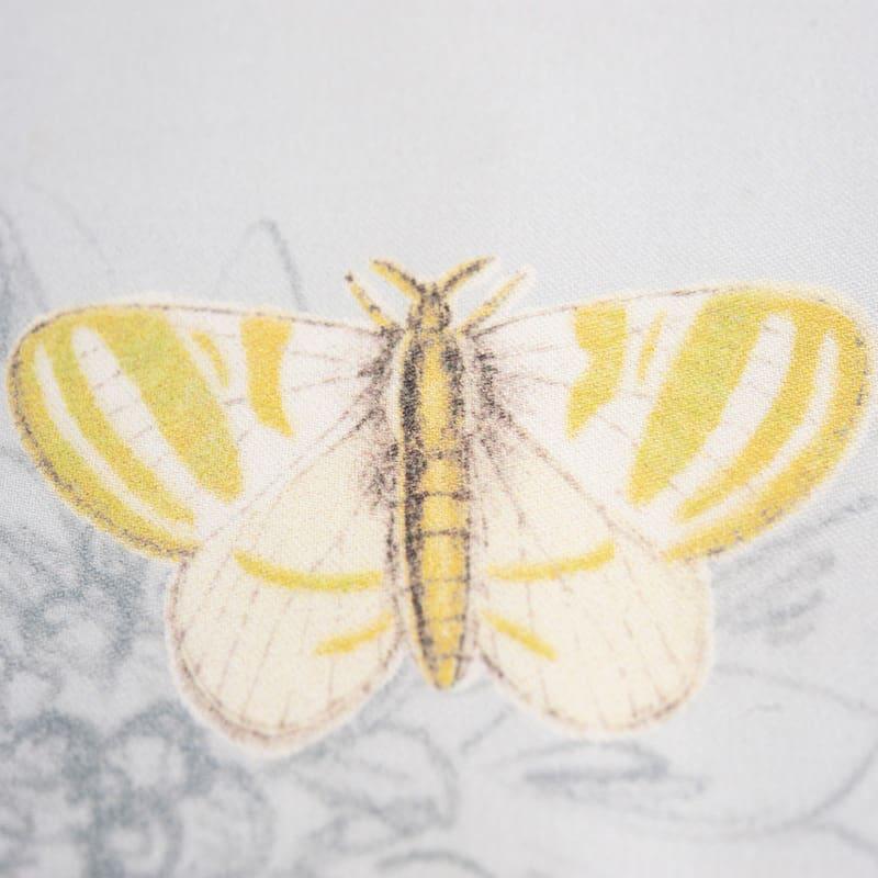vlinder staaltje van een satijnen dekbedovertrek