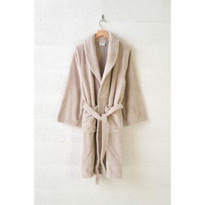 badjas dames aan kledinghanger van hout